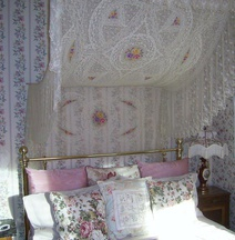 The Artist And The Quiltmaker - Victorian Bed And Breakfast