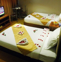 Sunny Holiday Hotel