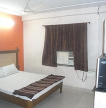 OYO 13321 Hotel Lakshmi Paradise