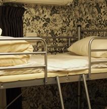 Guest House Tiga - Hostel