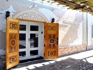 Sunrise Caravan Stay - Boutique Guest House