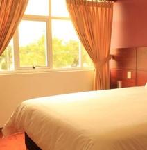 Naira Hotel