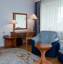 Ugor Hotel