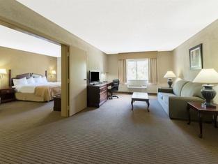 Ramada Plaza by Wyndham Louisville Hotel & Conference Center