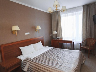 オクチャブリスカヤ ホテル