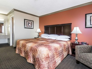 Hill Country Inn and Suite
