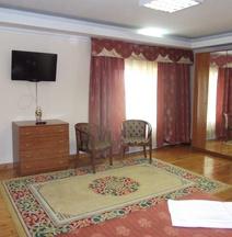 Galas Hotel
