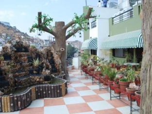 Neelkamal Hotel