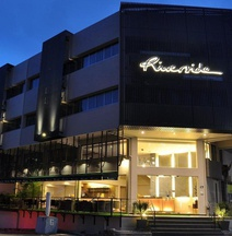 Riverside Boutique Hotel & Cafe