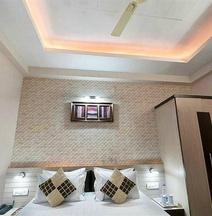 Spot ON 35909 Hotel Om Sai Palace