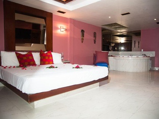 Hotel Aladdin Caracas - Couples Only