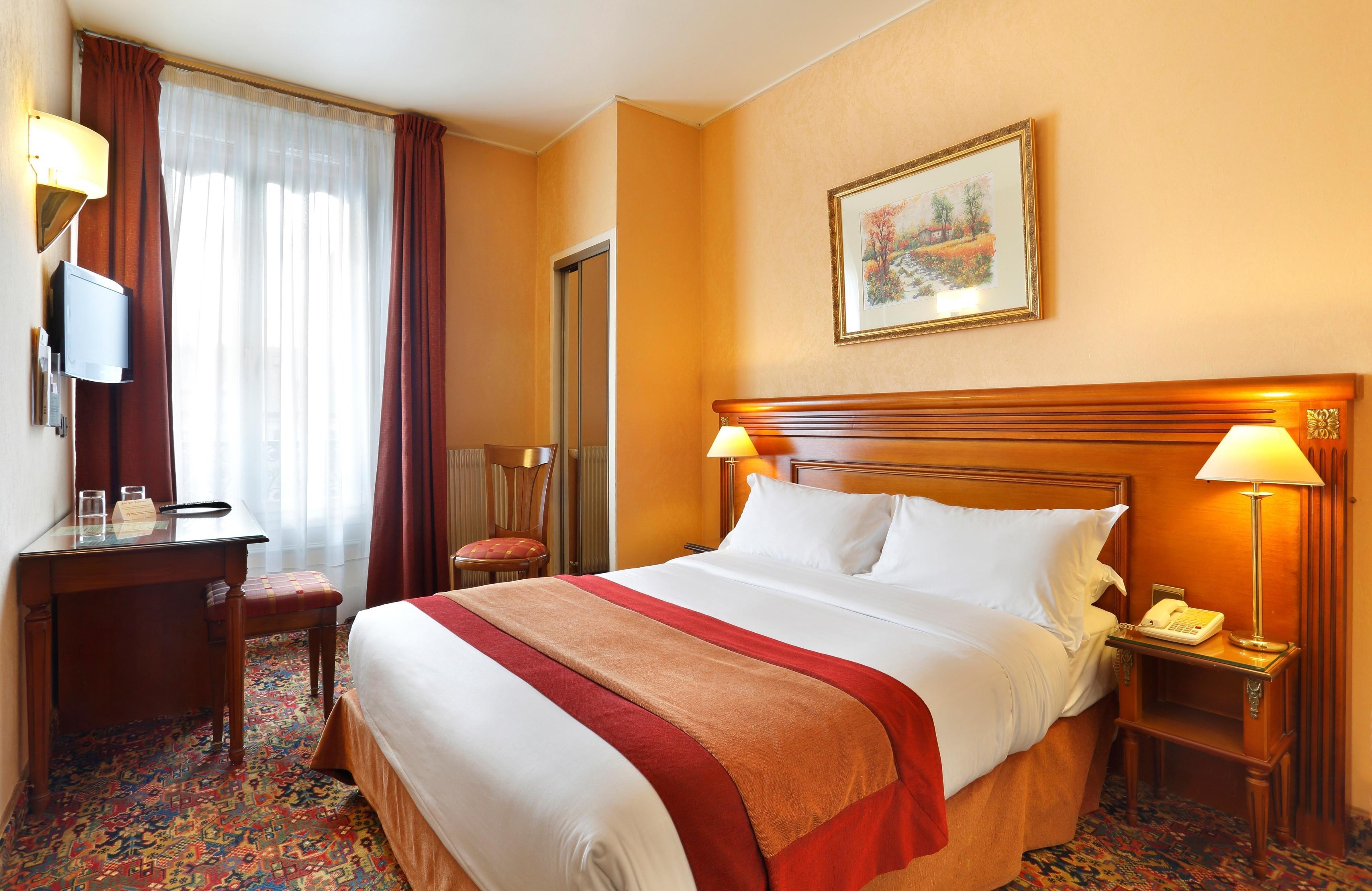 Hotel The Originals Paris Paix République
