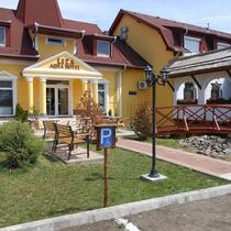 Liza Aqua & Conference Hotel és Fehér Akác Csárda