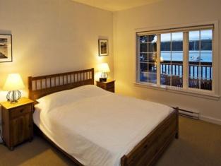 Waters Edge Shoreside Suites