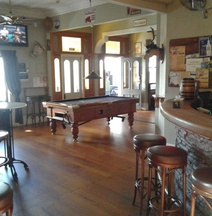 Shooters Saloon Hotel & Cabins