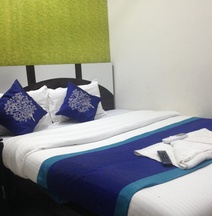 Hotel Golden Palace A/C Rooms & Dormitory