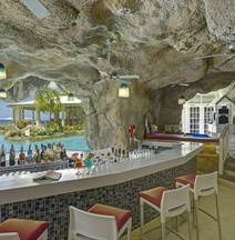 Crystal Cove by Elegant Hotels