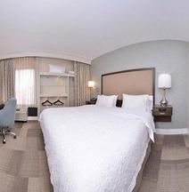 漢普頓洛杉磯-西考維納旅館