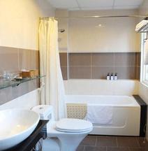 Thuy Sakura Hotel & Serviced Apartment