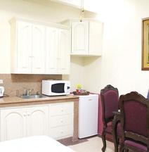 Kokomos Suites Hotel
