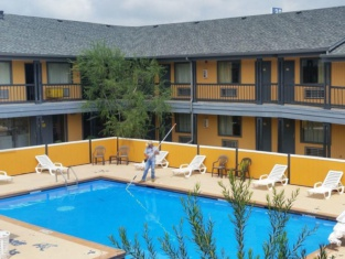 The Executive Inn & Suites