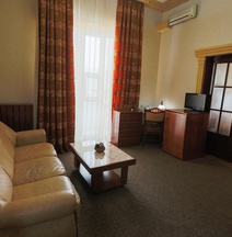 Bucharest Comfort Suites Hotel