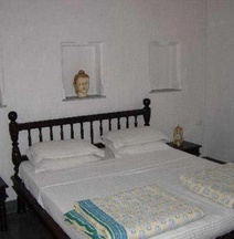加瓦讷维里酒店