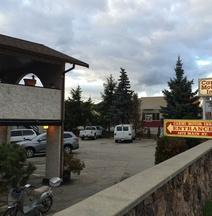 Carmi Motor Inn