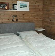 Four-Bedroom Holiday Home in Urangsvåg