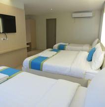 Vybe Hotel (Laoag Parklane Hotel)