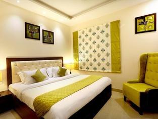 OYO 1896 Hotel RK Grande