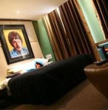 Hard Days Night Hotel