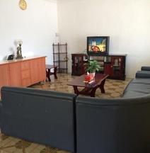 克拉帕家庭旅馆