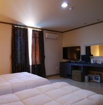 Picasso Jeju Love Hotel