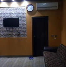 Hotel 12J
