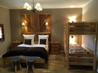 Four Oaks Bed & Breakfast Hotel