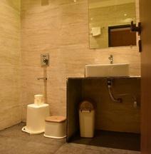 OYO 15123 Hotel Ryaan