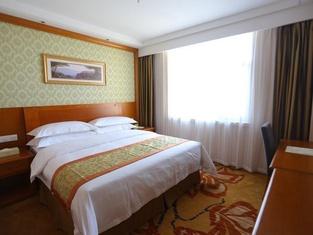 Vienna Hotel (Shandong Yantai Jinshatan Taishan Road)