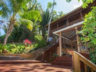 Jungle Reef Inn