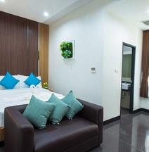 โรงแรมธารบุรี