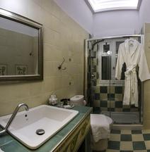 Efchi Suites 1904