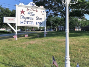 The Hyannis Star Motor Inn