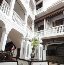 タウシ パレス ホテル