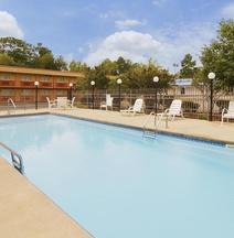 Days Inn by Wyndham Hot Springs