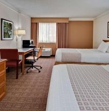 劳德代尔堡柏溪旅馆及套房酒店