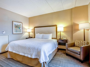 Hampton Inn Boston-Norwood