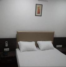OYO 6949 New Rajdhani Hotel