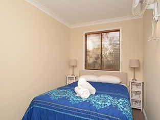 Silver Springs (4br) Cottage, With Wifi, Views, Olives and Space . Fireplace, Views, Olives and Space