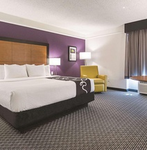 La Quinta Inn & Suites by Wyndham Ontario Airport