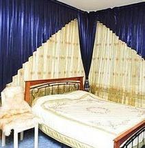 埃齐奥皇宫酒店